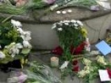 Amy Winehouse Fans Pay Respects