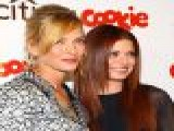 2009 Smart Cookie Awards: Uma Thurman & Debra Messing Honored
