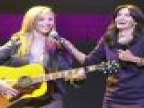 Lisa Kudrow&#8217 S &#8216 Smelly Cat&#8217 Helps To Feed America