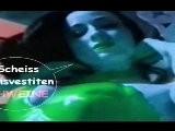 Drei Latex Maidskleid Cheerleader Girls Beseitigen Scheiss Transvestitenschwein Im M&uuml Llpresswagen 2 2