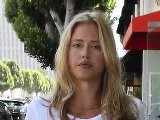Estella Warren Arr&ecirc T&eacute E