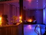 Er Is Een Ruim Ontspanningsgedeelte Naast De Sauna In Het Saunacomplex Van Prive Sauna BoraBora