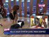 H&uuml Lya Avşar Show&#039 Da Şanslı Masa S&uuml Rprizi