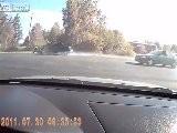 Motorradfahrer Kommt Mit Dem Auto Bei Hoher Geschwindigkeit Getroffen