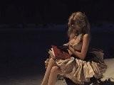 Zahia Dehar - Le Livre - Alice Aux Pays Des Merveilles Official