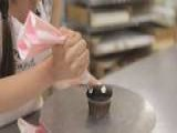 Learn Cupcake Decorating: How To Make Simple Drop Flowers